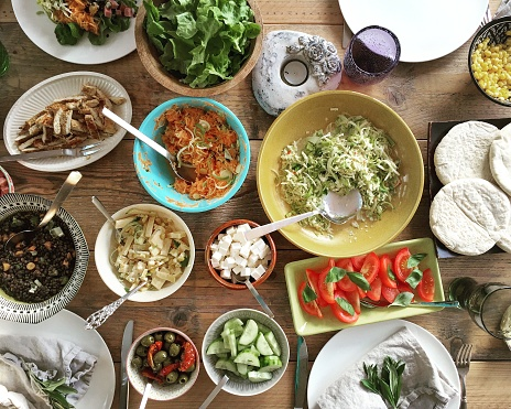 Lentil「Salad buffet on a table」:スマホ壁紙(3)