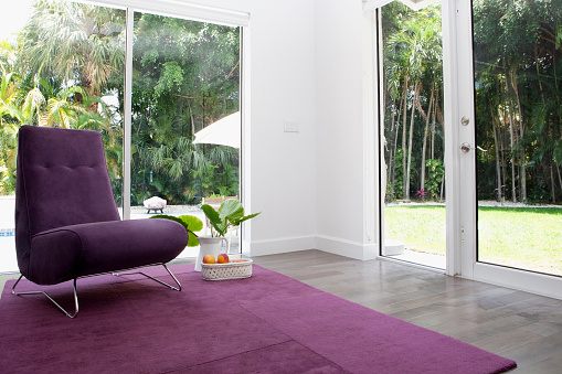 Gulf Coast States「Rug, chair and windows in modern living room」:スマホ壁紙(6)