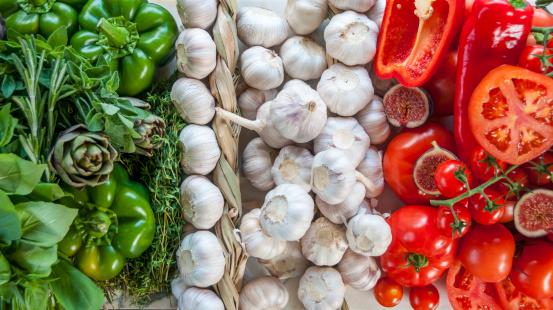 Beefsteak Tomato「The Italian Flag Made Up Of Fresh Vegetables」:スマホ壁紙(8)