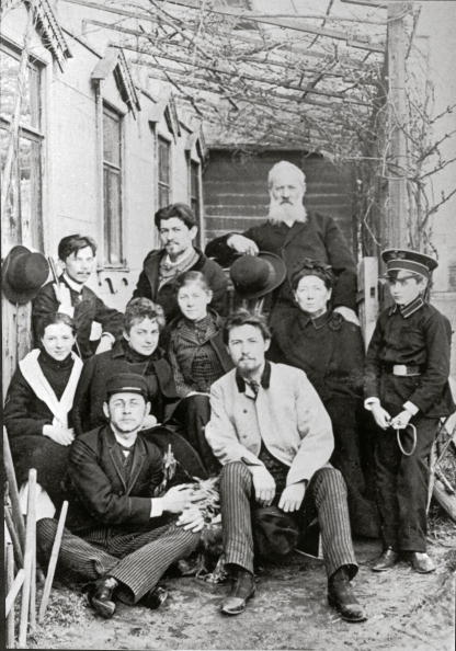 1890-1899「The picture shows Anton Pawlowitsch Tschechow (Center) with his family and friends in the backyard of his house in the Sadowaja-Kudrinskaja Nr, 6, Nowadays the building is used as a Tschechow-Museum, Moscow, Photograph, Around 1890」:写真・画像(14)[壁紙.com]