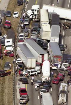 Mode of Transport「More than 100 Vehicles Crash in Georgia Fog, 5 Dead」:写真・画像(19)[壁紙.com]
