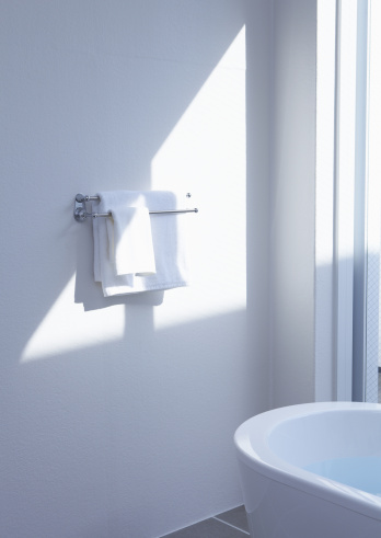 Japan「Towel shelf in a bathroom」:スマホ壁紙(19)