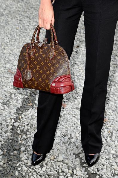 Louis Vuitton Purse「Louis Vuitton  : Outside Arrivals  - Paris Fashion Week Womenswear Fall/Winter 2015/2016」:写真・画像(4)[壁紙.com]