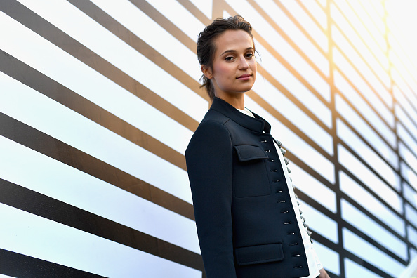 Alicia Vikander「Louis Vuitton : Front Row  - Paris Fashion Week Womenswear Spring/Summer 2017」:写真・画像(19)[壁紙.com]