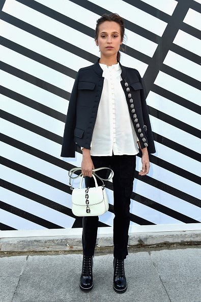 Alicia Vikander「Louis Vuitton : Front Row  - Paris Fashion Week Womenswear Spring/Summer 2017」:写真・画像(10)[壁紙.com]