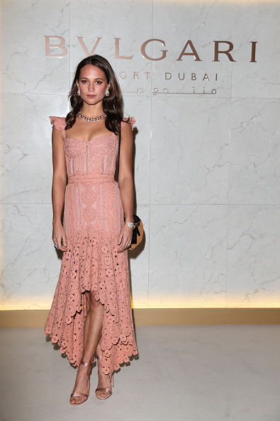 Alicia Vikander「Grand Opening Bulgari Dubai Resort」:写真・画像(3)[壁紙.com]