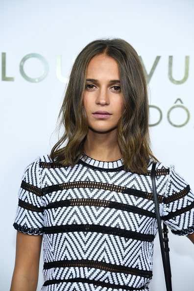 Alicia Vikander「Louis Vuitton's Boutique Opening At Place Vendome - Paris Fashion Week Womenswear Spring/Summer 2018」:写真・画像(7)[壁紙.com]