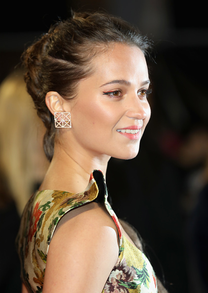 Alicia Vikander「'Tomb Raider' European Premiere - Red Carpet Arrivals」:写真・画像(13)[壁紙.com]