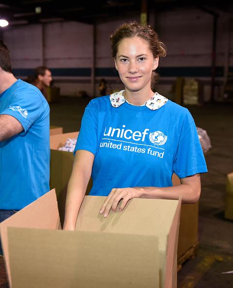 UNICEF「Emma Ferrer, Audrey Hepburn's Granddaughter, Joins UNICEF And UPS Volunteers In Packing Thousands Of Winter Survival Kits For Syrian Children In Edison, NJ」:写真・画像(15)[壁紙.com]