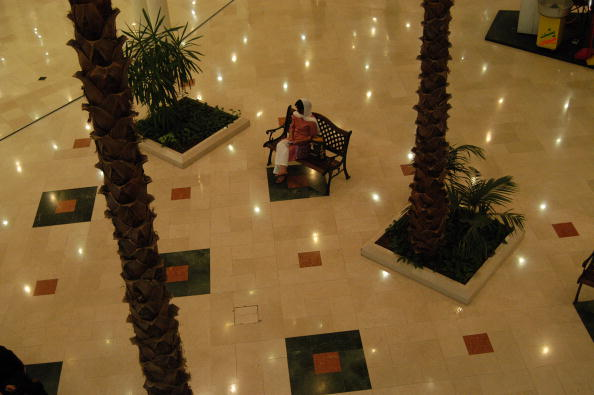 Tiled Floor「Kish Island Mall」:写真・画像(0)[壁紙.com]