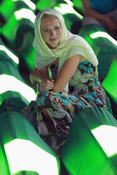 大量殺人「Preparations For Mass Burial Of Srebrenica Massacre Victims」:写真・画像(1)[壁紙.com]