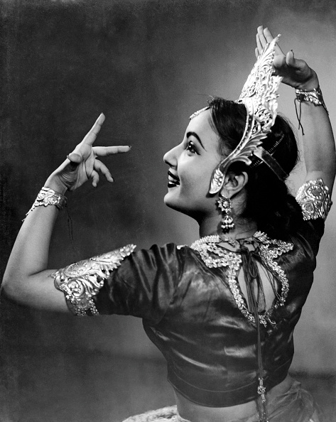インド系民族「Kathak Dancer」:写真・画像(3)[壁紙.com]