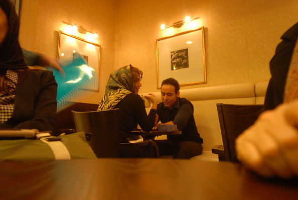 Two People「Tehran Coffee Shop」:写真・画像(14)[壁紙.com]