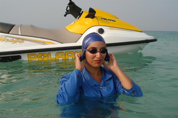 水着「Kish Island Jet Ski」:写真・画像(5)[壁紙.com]