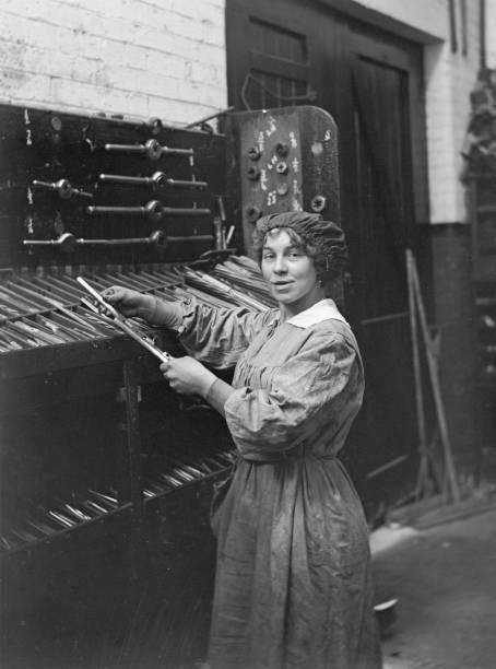 Woman War Worker:ニュース(壁紙.com)