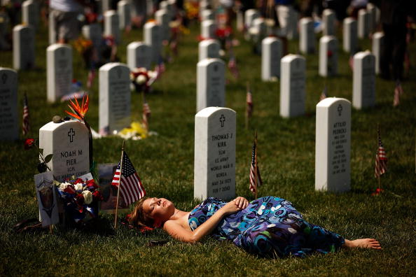 Cemetery「Memorial Day Observed At Arlington National Cemetery」:写真・画像(10)[壁紙.com]