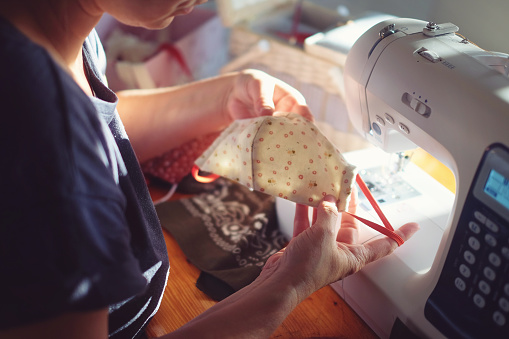 Cloth pattern「Young woman sews mask to protect against viruses and bacteria on the sewing machine」:スマホ壁紙(17)