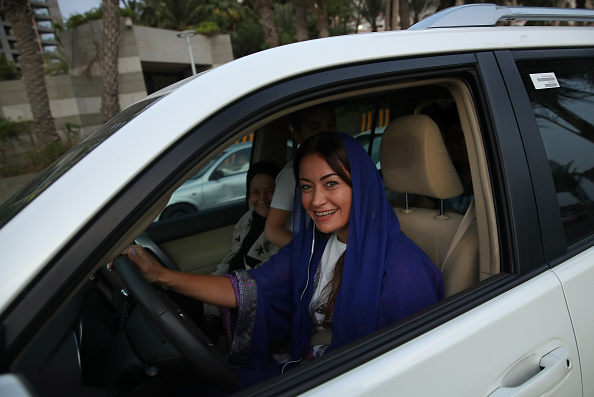 運転手「Women Begin Driving In Saudi Arabia」:写真・画像(4)[壁紙.com]
