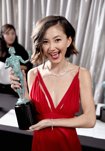 Kimiko Glenn「The 23rd Annual Screen Actors Guild Awards - Trophy Room」:写真・画像(7)[壁紙.com]