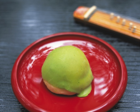 Wagashi「Wagashi called Maccha Manjyu on plate, high angle view, Differential Focus」:スマホ壁紙(11)
