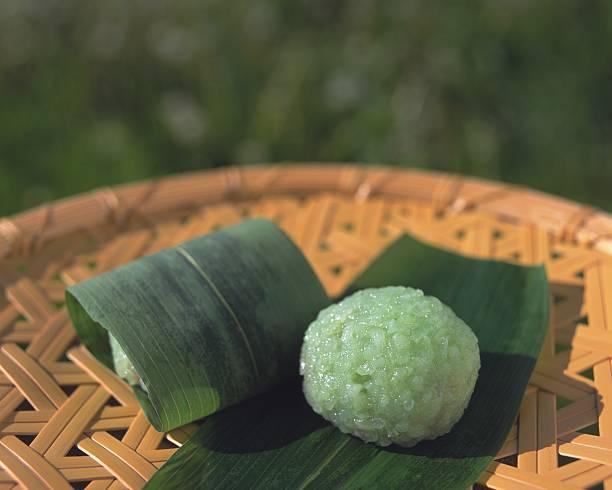 Wagashi called Domyoji on bamboo bowl, high angle view, Differential Focus:スマホ壁紙(壁紙.com)