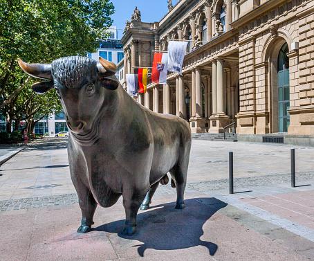 Horned「Bull & Bear at Frankfurt Stock Exchange」:スマホ壁紙(1)