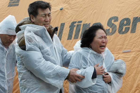 Ferry「Family Members At South Korean Ferry Disaster Rescue Site」:写真・画像(6)[壁紙.com]