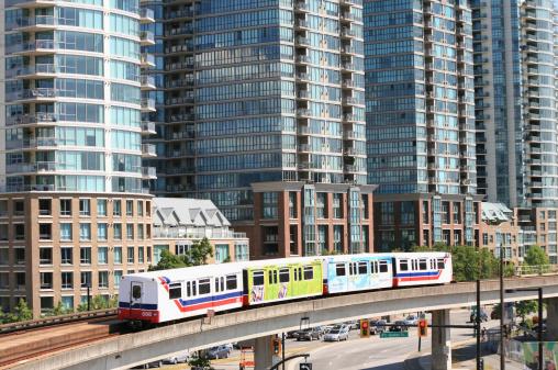 鉄道・列車「Sky train in Downtown Vancouver, BC, Canada」:スマホ壁紙(18)