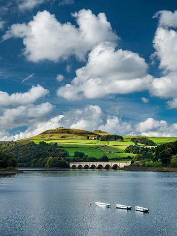 Peak District National Park「Great Britain, England, Derbyshire, Peak District, Ladybower Reservoir, Derwent Valley Aqueduct」:スマホ壁紙(19)