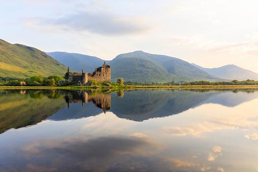 Water Surface「Great Britain, Scotland, Scottish Highlands, Argyll and Bute, Loch Awe, Castle Ruin Kilchurn Castle」:スマホ壁紙(14)