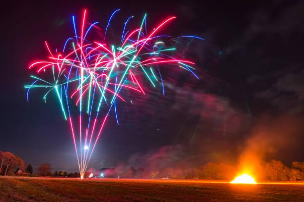 Great Britain, Scotland, East Lothian, Aberlady, Bonfire and fireworks:スマホ壁紙(壁紙.com)