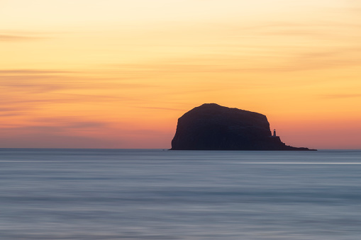 East Lothian「Great Britain, Scotland, East Lothian, North Berwick, Firth of Forth, view of Bass Rock at sunrise, lighthouse」:スマホ壁紙(6)
