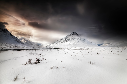 雪山「Great Britain, Scotland, Highland, Buachaille Etive Mor, dramatic sky」:スマホ壁紙(4)