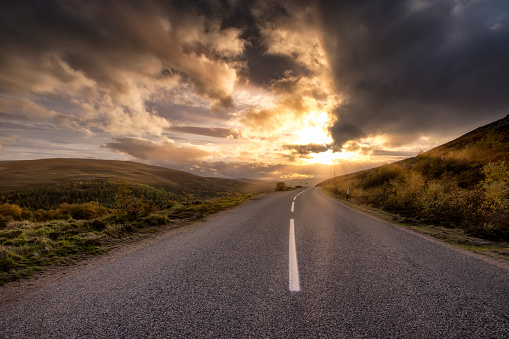 Road Marking「Great Britain, Scotland, Highlands, road at sunset」:スマホ壁紙(8)