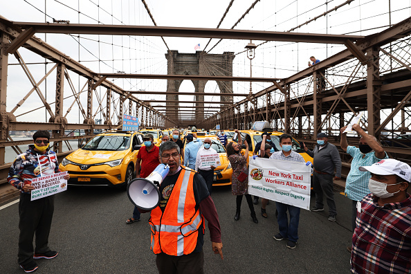 Taxi「Yellow Taxi Owner-Drivers Hold Caravan Rally Calling For Debt Forgiveness For Drivers」:写真・画像(18)[壁紙.com]
