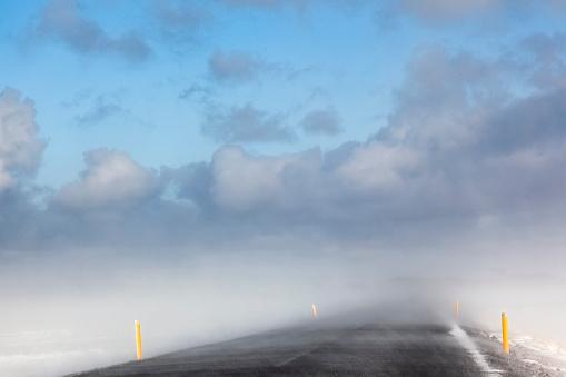 雪が降る「Iceland, Snaefellsnes, empty road, snow storm」:スマホ壁紙(8)