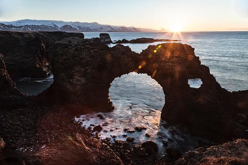 Arnarstapi「Iceland, Snaefells, Arnarstapi, view to natural arch at backlight」:スマホ壁紙(7)