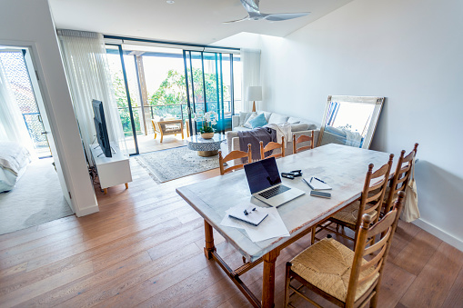 Small Office「Impromptu home office on the dining room table.」:スマホ壁紙(7)