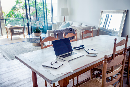 Small Office「Impromptu home office on the dining room table.」:スマホ壁紙(4)