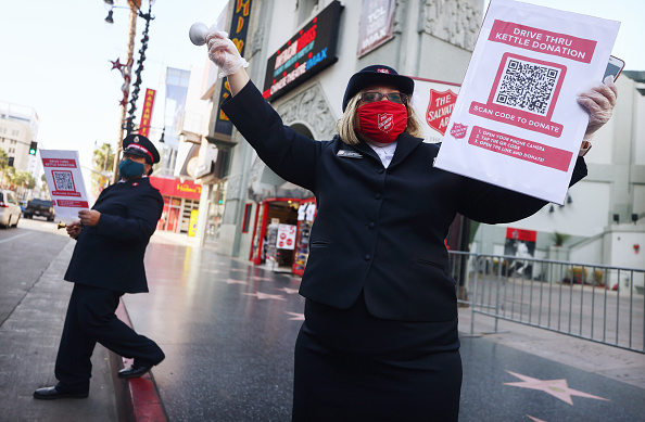 Hollywood - California「Salvation Army Switches To Drive-Thru For Red Kettle Holiday Donations」:写真・画像(8)[壁紙.com]