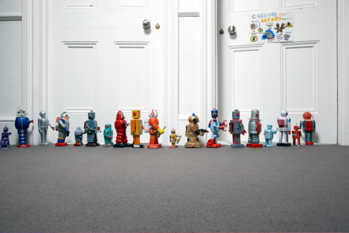 Waiting「toy robots lined up outside childs bedroom」:スマホ壁紙(2)