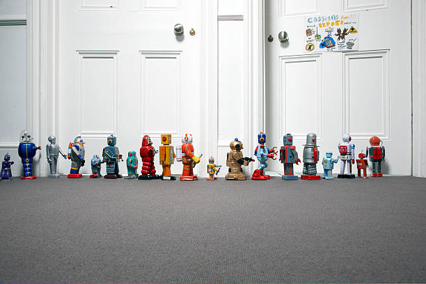 toy robots lined up outside childs bedroom:スマホ壁紙(壁紙.com)
