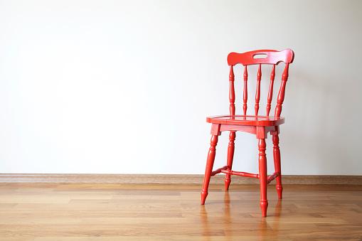 アンティーク「赤い椅子」:スマホ壁紙(9)