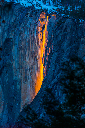 Volcanic Landscape「Horsetail Falls in Yosemite National Park, Yosemite, California, United States」:スマホ壁紙(16)