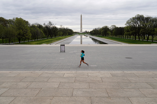 The Mall - Washington DC「Coronavirus Pandemic Causes Climate Of Anxiety And Changing Routines In America」:写真・画像(2)[壁紙.com]