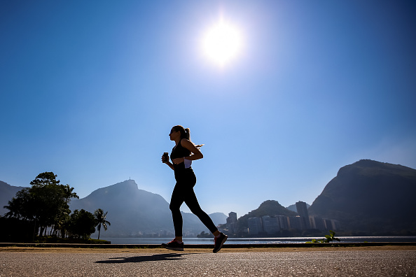 Jogging「First Sunday in Rio as The Mayor Has Lifted Most Of The Restrictions Amidst the Coronavirus (COVID - 19) Pandemic」:写真・画像(1)[壁紙.com]