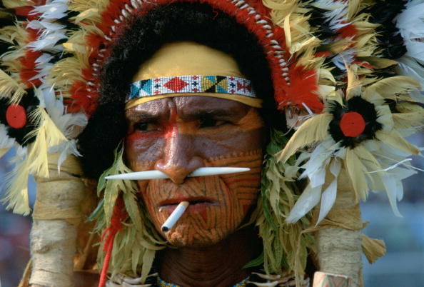 Full Frame「Tribesman with Cigarette, Papua New Guinea」:写真・画像(4)[壁紙.com]