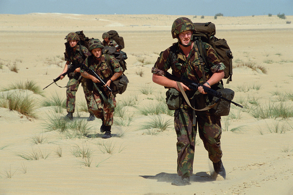 Front View「Sapper during desert training. Dharan, Saudi Arabia 1990」:写真・画像(2)[壁紙.com]
