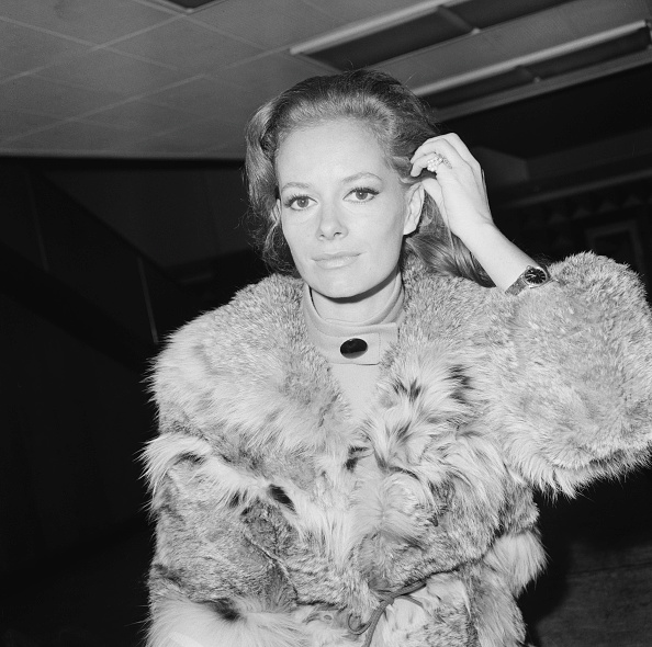 Heathrow Airport「Luciana Paluzzi」:写真・画像(7)[壁紙.com]