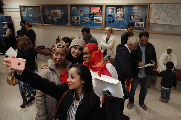 Photography Themes「Naturalization Ceremony Held For 500 Immigrants In Vienna, Virginia」:写真・画像(10)[壁紙.com]